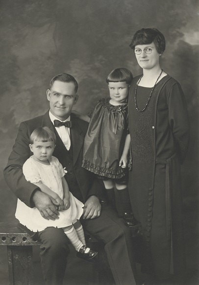 1924 c.Thompson family